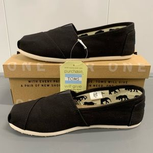 Classic Black TOMS brand new tags attached!